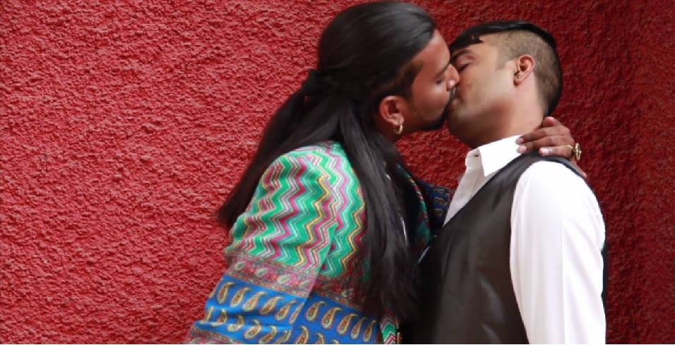 gay_kiss_bangalore
