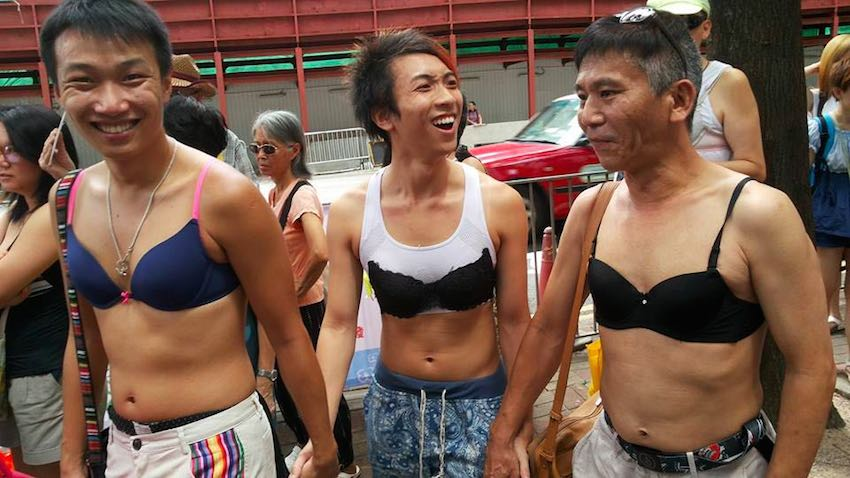 Male protesters also turned up to the rally wearing bras in support of Ng Lai-ying. Photo: Eva Ho. (Source Hongkongfp.com)