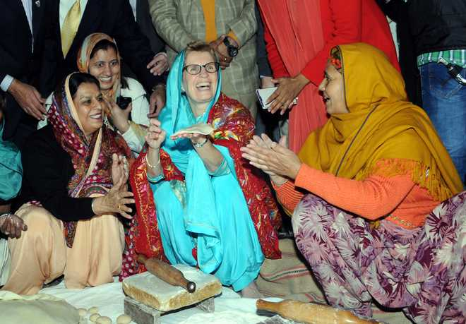 Ontario's Premier Kathleen Wynne (center) make a chapati at the langer hall during her visit to the Golden Temple in Amritsar on Sunday. Tribune photo: Vishal Kumar