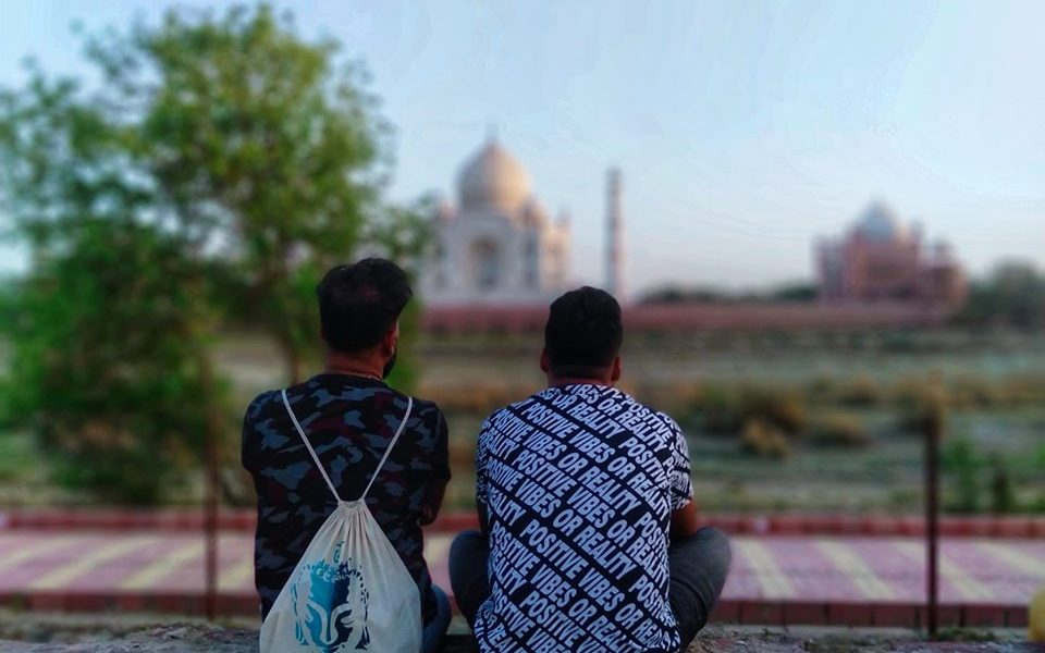 men and taj mahal