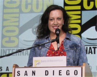Sara Vilkomerson moderating the Charlize Theron panel at SDCC 2017