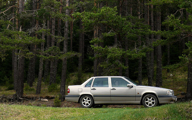 volvo_850_forest