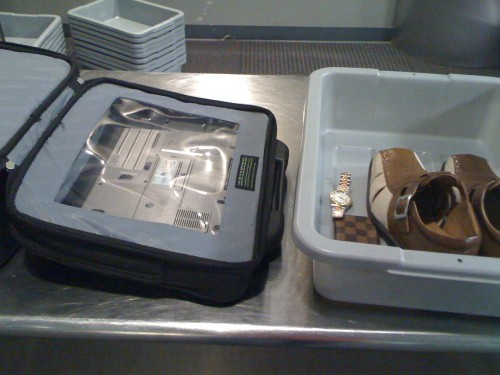 The Skooba Checkthrough Rollerbag about to go through X-Ray at BWI