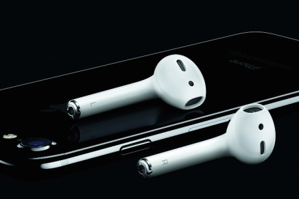 Apple announces wireless headphone AirPods