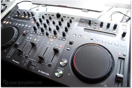 Pioneer DDJ-T1 Controller – Gearjunkies Review