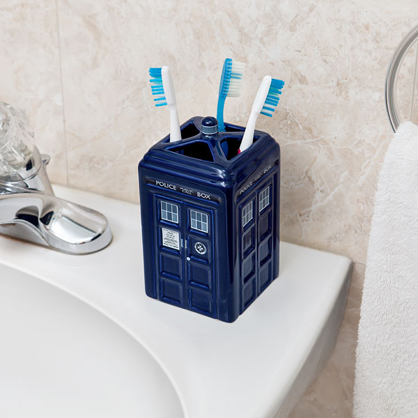 Charmant Doctor Who TARDIS Toothbrush Holder   Geek Decor