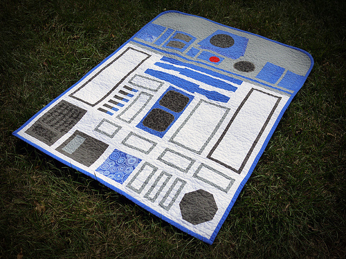 R2-D2 Quilt - Geek Decor