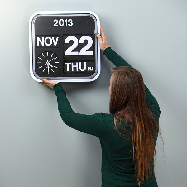 Giant Flip Clock Size - Geek Decor