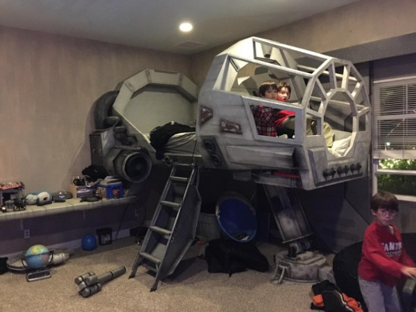 Millennium Falcon Bed - Geek Decor