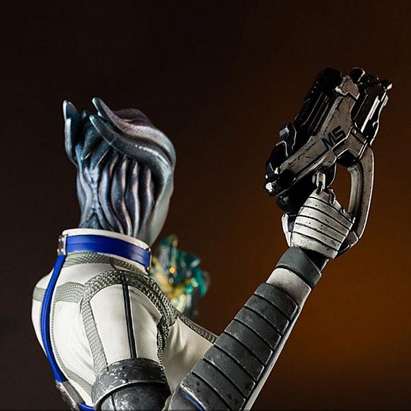 Liara Mass Effect 3 Statue Weapon Closeup - Geek Decor
