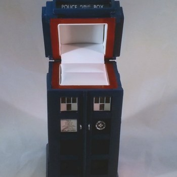 Tardis Cabinets Ring Box - Geek Decor