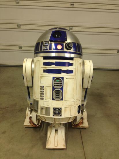 DIY R2-D2 - Geek Decor