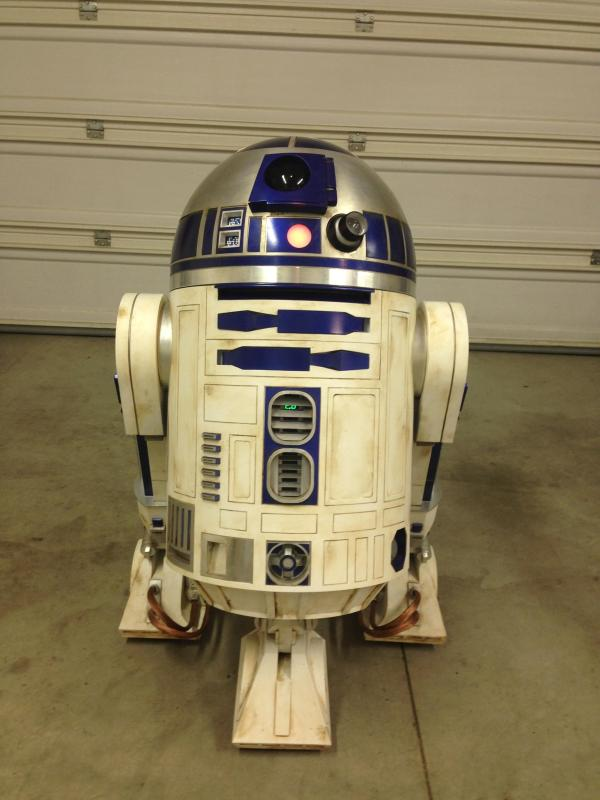 DIY R2-D2 - Geek Decor