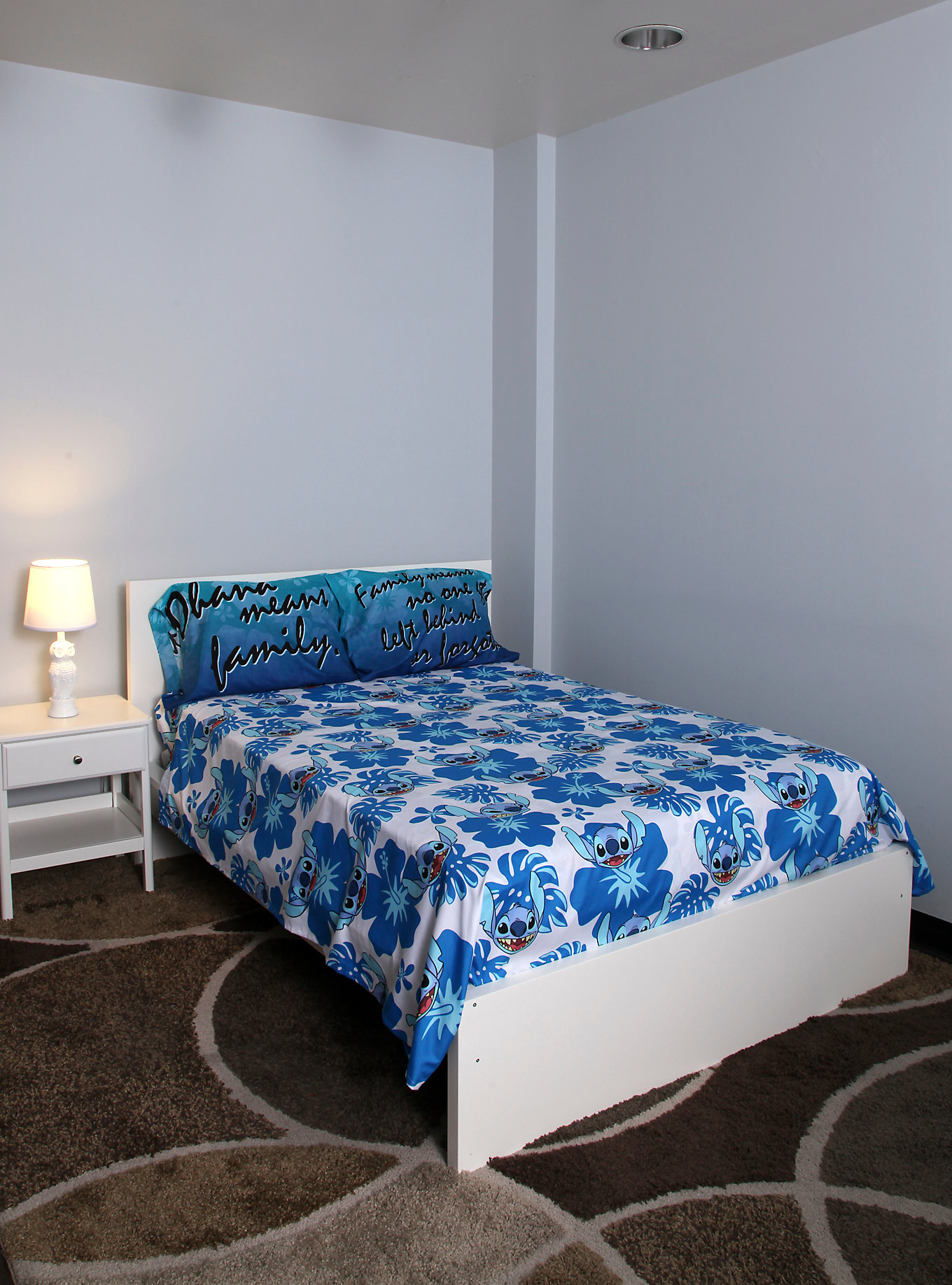 Elegant Patterned Lilo and Stitch Bed Set
