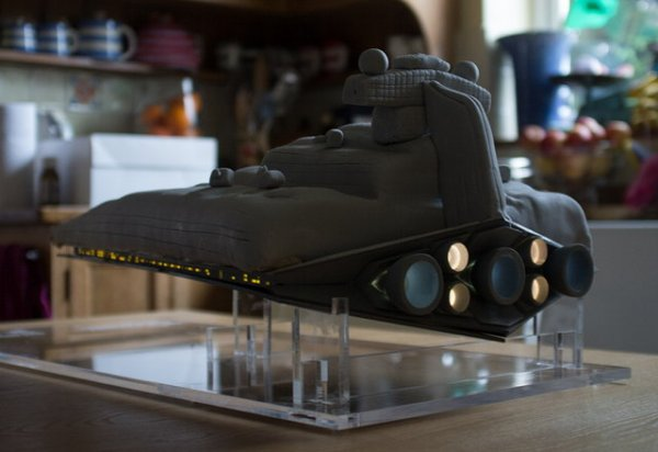 star-destroyer-cake