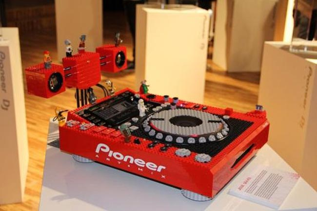 Pioneer tuntable in lego
