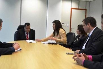 Parlamentares denunciam à PF possíveis crimes de xenofobia e injúria praticados no Facebook