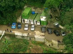 Amarildo teria sido torturado e morto na base da UPP da Rocinha, Zona Sul do Rio (Foto: Reprodução GloboNews)
