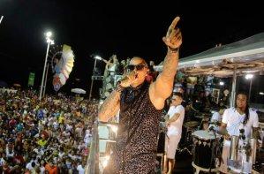 leo_santana_carnaval_salvador_anti_gay_homofobico