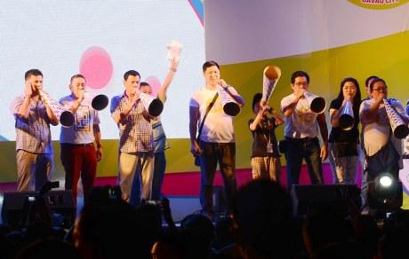 Davao City Mayor Rodrigo Duterte lead the countdown to 2015 at the Torotot Festival show backed by Smart Prepaid