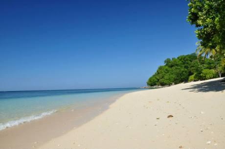 Isla Jardin Del Mar Resort Beach