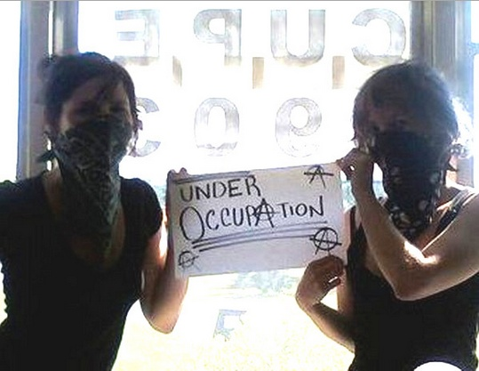 """Taylor & Chelsea Flook show-off their masks in what they call a """"CUPE Joke"""""""