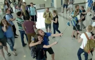 Selfie-Sticks: Genius or a Menace