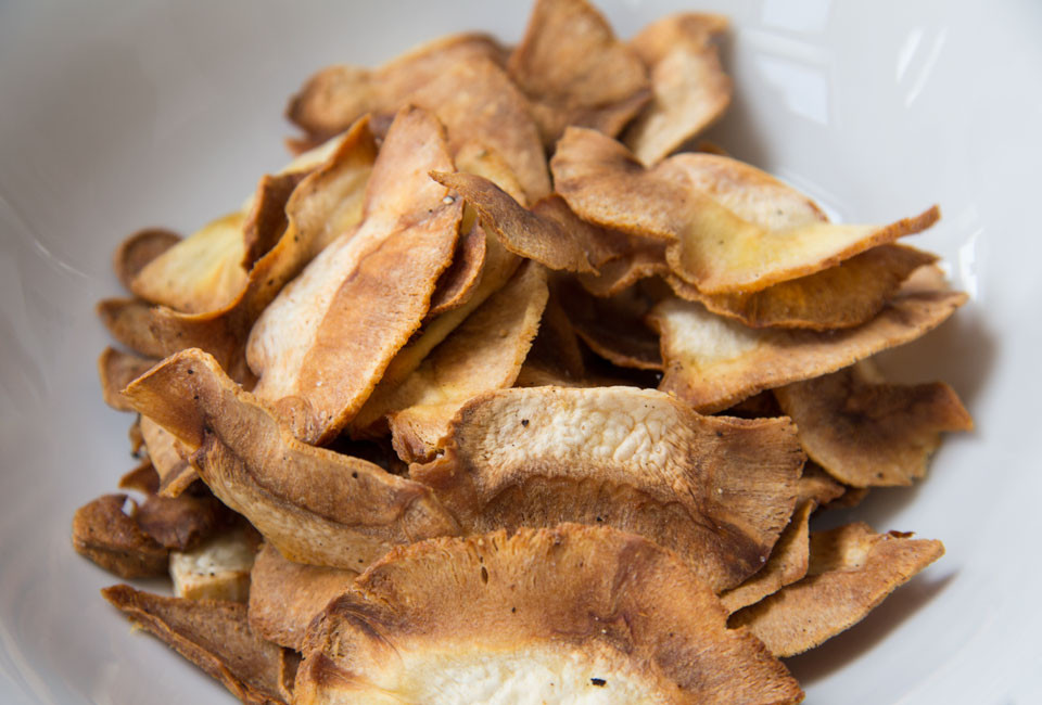 Food-photography-parsnip-crisps