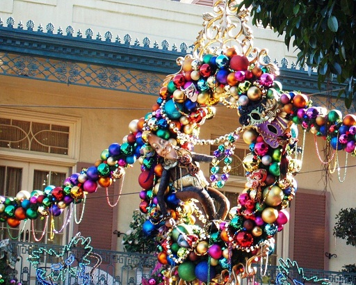 Disneyland Resort Holiday Pictures - disneyland christmas decorations