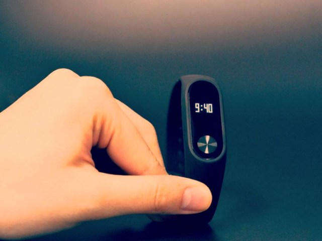 Xiaomi Updates Mi Band 2 with Heart Rate Monitor and OLED Touch Screen