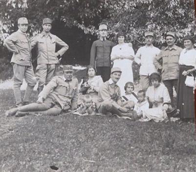 In gita 1915 – Papà, Marucci e Nino con amici