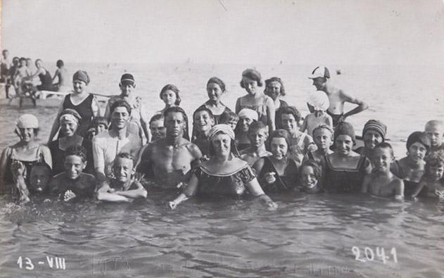 Grado 1923 - Marucci e Nino con parenti