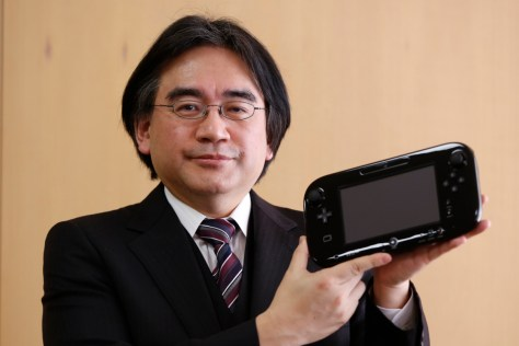 Nintendo Co's President Satoru Iwata poses with the company's Wii U gaming controller at the company headquarters after an interview with Reuters in Kyoto, western Japan January 7, 2013. Nintendo's year-end sales of its Wii U games console were steady, though not as strong as when its Wii predecessor was first launched, Iwata said on Monday.   REUTERS/Yuriko Nakao (JAPAN - Tags: BUSINESS SOCIETY SCIENCE TECHNOLOGY) - RTR3C6EF