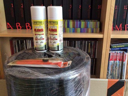 Sprühkleber, Isolatormatten und Teppichmesser
