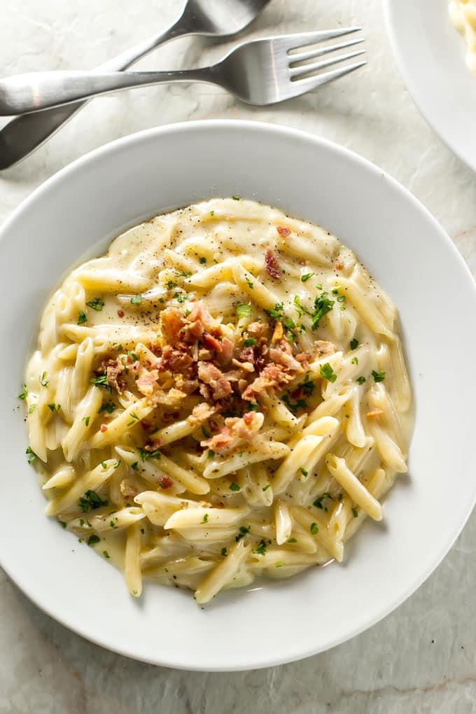 Easy Macaroni and Cheese | girlgonegourmet.com