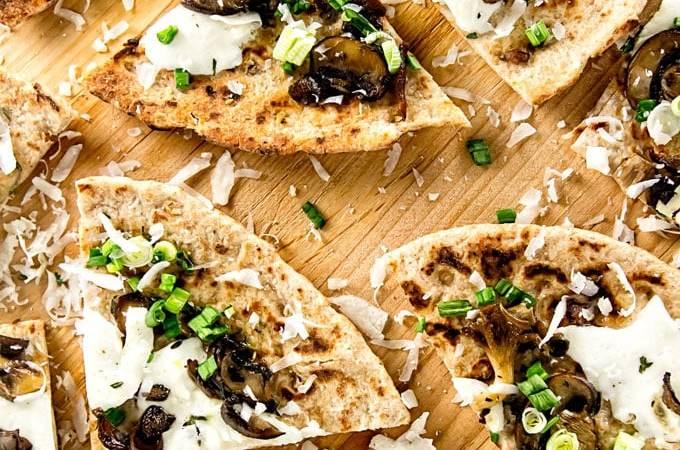 Mushroom Flatbread Pizza | girlgonegourmet.com