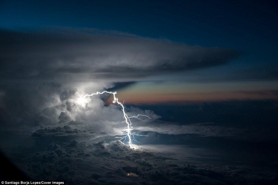 borja lightning2