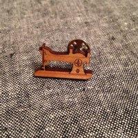 Vintage sewing machine tie lapel pin | girlontherocks.com