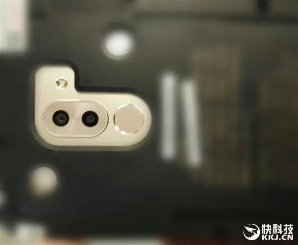Huawei Mate 9 dual camera exposed