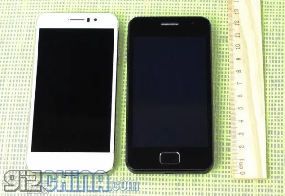 jiayu g5 with jiayu g2 JiaYu G5 size comparison with G2 and G3, gets a larger battery as standard