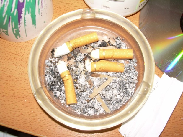 Ashtray_with_cigarette_butts