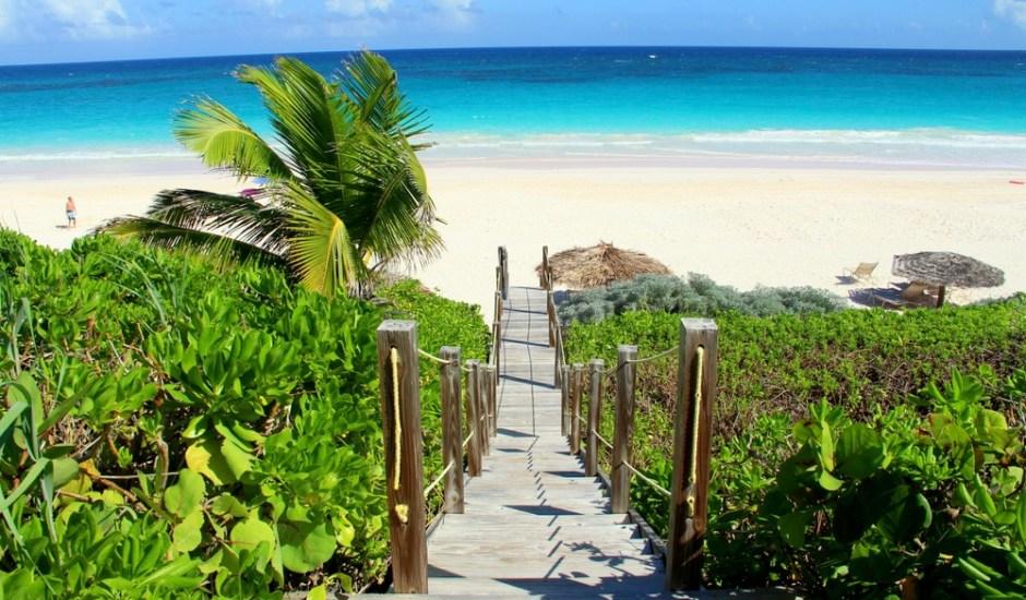 01-CoralSands-BeachfrontHoneyTrek.com