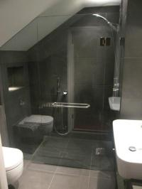 bathroom with sloped ceiling | Boatylicious.org