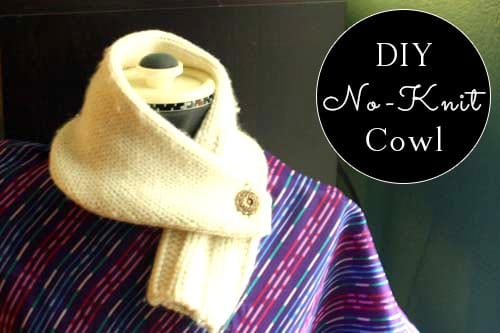 You don't need to know how to knit to make a cute little scarflet! This no-knit cowl is simple to make andso cozy.