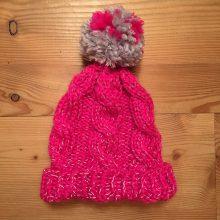 Mütze, pink, reflektierend, Zopfmuster, Bommel Nr. 112 Glücksfrosch