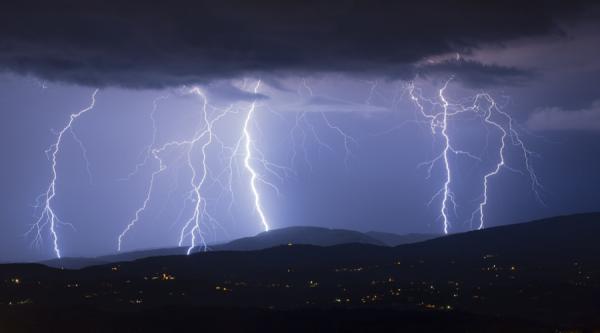 Высокое напряжение. Впечатляющие снимки от охотников за молниями (ФОТО)
