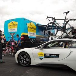 Team SmartStop ließ es sich nicht nehmen mit einem BWM i6 Elektroauto aufzufahren