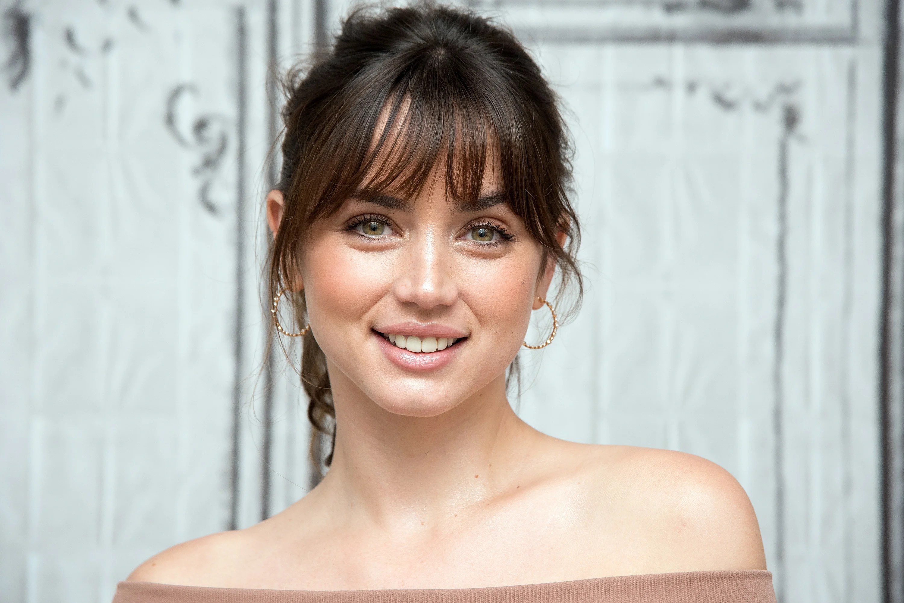 Crown Hd Wallpaper Ana De Armas The Cuban Actress Who S Taking Hollywood By