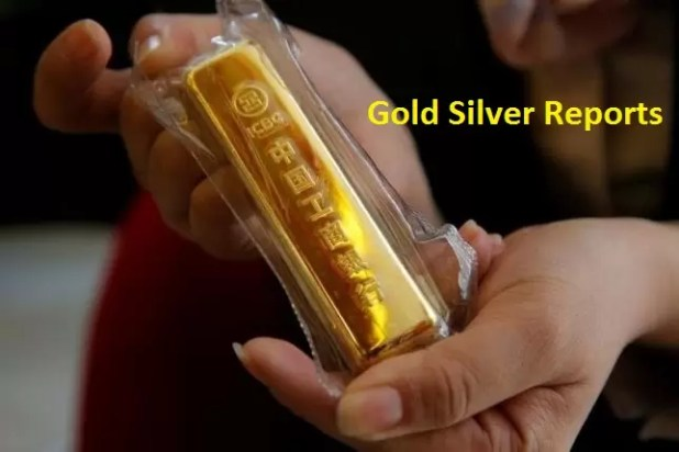 Gold Rises as Dollar Slips, Upside Limited