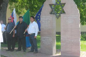 Emléktáblát állítanak a roma holokauszt áldozatainak emlékére